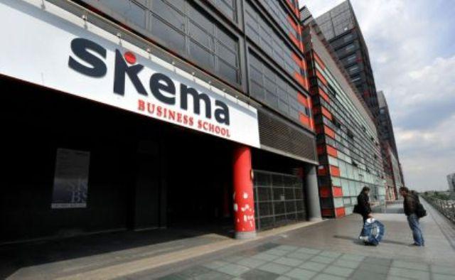 skema investit dans une salle de classe high-tech